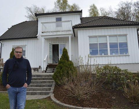 Hjerte og plass for flyktninger: Gunnar Hunskaar har mer enn nok av plass i villaen på Haukerød. Nå vil han at både han og Sandefjord kommune åpner døra for flyktningene. Foto: Jan Roaldset