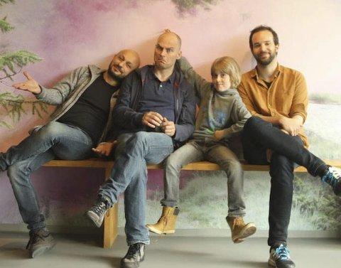 STABEN: Filmens stab møttes ganske nylig for etterarbeid med lyden. Fra venstre Kristoffer Carlin (regissør), Vegar Hoel (skuespiller), Axel Lyngstad Pharo (skuespiller) og Petter Løkke (produsent). Foto: privat