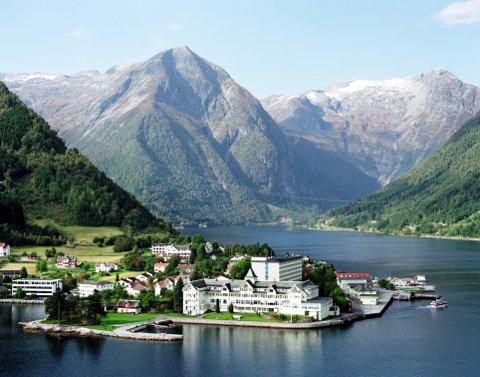 USYNLEG KAPITAL: Familieeigde hotell sit på ein usynleg kapital som andre ikkje-familieeigde hotell ikkje har, meiner reiselivsforskar Agnes Brudvik Engeset. Her Kviknes hotell i Balestrand.