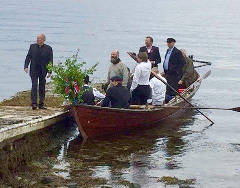 FRAMME: Roarane frå Hamnes vel framme ved vorren utanfor Stangvik kyrkje.