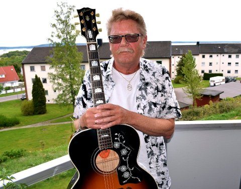 MUSIKK: Selv om han blir pensjonist vil han fortsatt holde på med musikk.