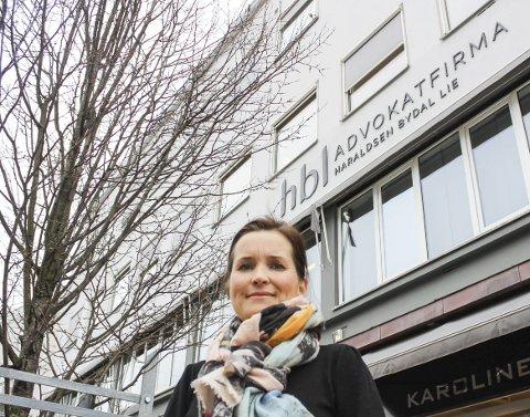 KREVER: Advokat Anne Tellefsen krever penger av Færder kommune.