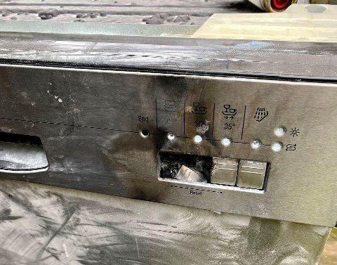 TOK FYR: Slik så oppvaskmaskinen ut etter branntilløpet.