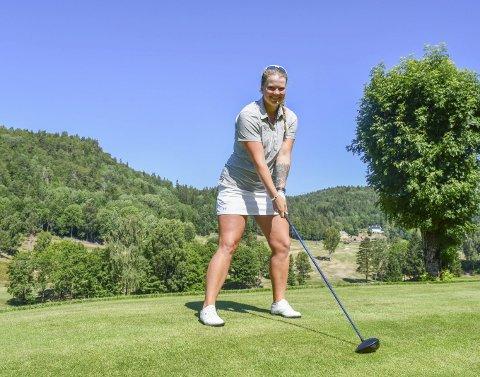 Tatt ut på landslaget: Karoline Stormo vokste opp ved golfbanen på Nes Verk. Nå er 21-åringen blant verdens beste amatørspillere, og sikter seg inn på en proffkarriere. I august reiser hun til Irland for å representere Norge i lag-VM.Foto: Olav Loftesnes