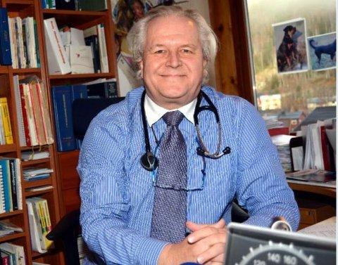 Får turnuslege: Kommunelege Gert Halleby får med seg turnuslege på legekontoret i Bagn frå hausten.