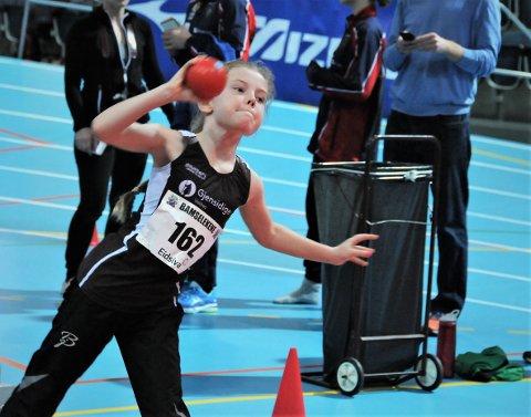 Kulestøt: Leah de Smet støtte kule, løp 60 og 600 meter og hoppet lengde i årets bamseleker i Stangehallen.