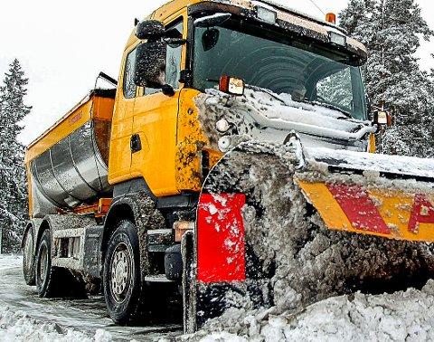 Utstyrt: Brøytebilene er utstyrt for å ta seg fram uansett vær slik at du som bilist får farbare veier.