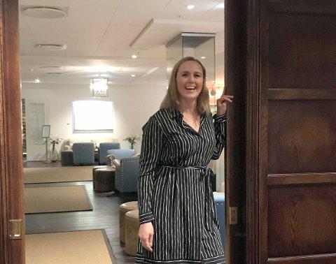 FIKK TOPPJOBBEN: Nina Nilsen er blitt ny hotelldirektør på Støtvig Hotel. Hun kjenner hotellet svært godt fra før.  - Jeg har fått jobben jeg har drømt om, sier hun.