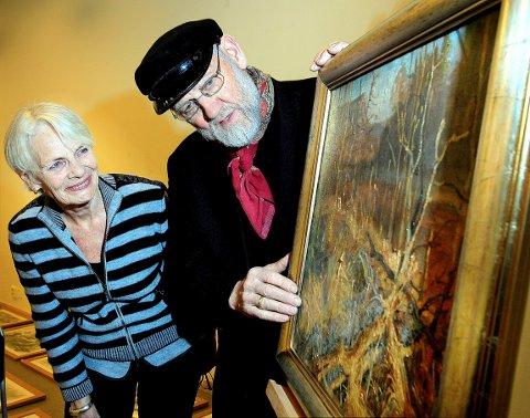 ASKER KUNSTFORENING: Karl Erik Harr var 71 år da han stilte ut, her med Kjerstin Paaske.