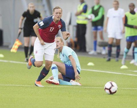 Kristine Minde og de norske landslagskvinnene tapte 1-2 i treningskampen borte mot Sverige. Dette bildet er fra kampen mot Nederland, da Norge kvalifiserte seg for neste års fotball-VM. Foto: NTB scanpix