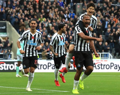 Newcastle United fikk en opptur etter at Salomon Rondon (t.h.) kom tilbake på banen. Nå har de vunnet de tre siste kampene sine.  (Owen Humphreys/PA via AP)
