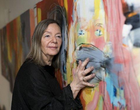 Ingri Egeberg er ikke så opptatt av at hun runder 70 år om en ukes tid. For henne er det viktig å kunne utvikle seg videre som maler. Hun åpner stor utstilling 8. mars, på kvinnedagen. Hun oppfordrer sine medsøstre til å gi litt slipp på strevet for å lykkes med absolutt alt