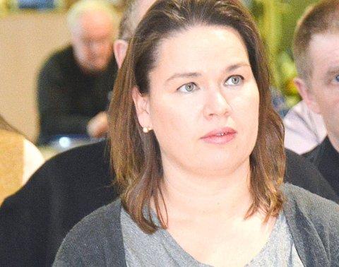 JOBBER PÅ SPRENG: Fagleder Nicole Kunkel-Torgersen forteller at byggesaksavdelingen har det travelt om dagen, og at publikum derfor må belage seg på at saksbehandlingen kan ta mellom fire og fem uker.