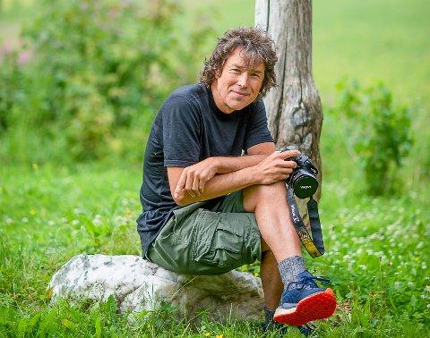 ALLTID MED SEG KAMERA: Jørn-Are Longfjeld har vunnet den norske delfinalen i EISA Maestro fotokonkurranse.