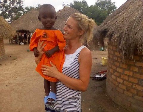Monica Iversen kom tett på lokalbefolkningen under oppholdet i Uganda. Nå vil hun hjelpe mer.