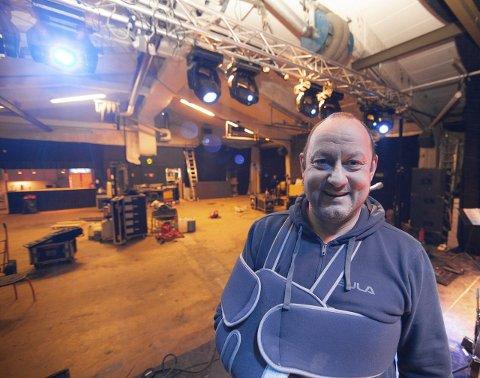 SLITER: Olaf Bjørnå og musikkhustet Berg 3 scene i Bjerkvik jobber på spreng for å holde hodet over vann, og satser på å arrangere konserter for å gi artister mulighet til å få inntekter. FOTO: RAGNAR BØIFOT