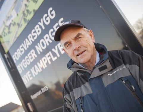 Olaf Dobloug i Forsvarsbygg leder det største byggeprosjektet for Forsvaret noensinne: Kampflybasen på Ørland og den framskutte operasjonsbasen på Evenes med en samlet prislapp på 14 milliarder kroner. På Ørland investeres det hver dag for 10 millioner kroner, og nå nærmer det seg byggestart også på Evenes.