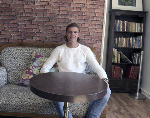 På kjente Trakter: Julian Kristoffersen synes det er fint å komme hjem og treffe venner og bekjente. Om ti dager starter sesongoppkjøringen til FC København.