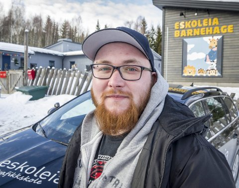 ENKLERE: Muligheten for å komme seg til og fra jobb blir enklere med et førerkort i lomma. Marius Nilsen bor på Matrand og har praksisplass ved Eskoleia barnehage på Rasta. Han tar bussen til og fra Kongsvinger, men sliter med å rekke vaktene på jobben og sønnen i barnehagen.