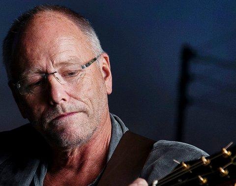 TILBAKE: I fjor fikk Lars Martin Myhre Alf Prøysens ærespris. Til sommeren er trubaduren tilbake under Prøysenfestivalen.