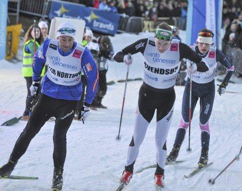 SVENDSBY SLO NORTHUG: Petter Northug (tv) måtte se seg slått av TFL-løper Marius Svendsby i kvartfinalen.