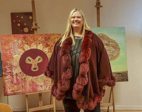 OPTIMIST: Leder i Halden kunstforening, Mona Espelien, mener kunsten er på offensiven i Halden, men at det forsatt må arbeides aktivt for å gjøre den tilgjengelig for alle.