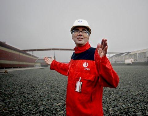 HYDRO: Konserndirektør i Hydro Svein Richard Brandtzæg. På tomta bak ham er nå den nye aluminiumsfabrikken i bygging. Arkivfoto: Harald Nordbakken