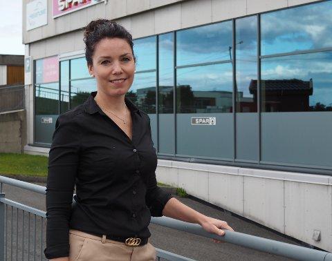 ÅPNER APOTEK: I januar åpner Linn Karin Amiri Oksebåsen og mannen apotek i Veakrossen.