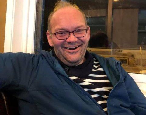 ALLE FÅR: Odd-Arne Dikkanen kan smile bredt etter at det nå er klart at alle i Nesseby kommune får fiber innen utgangen av 2022. - Dette gjør det enklere å bo i distriktene, sier Dikkanen, som selv bor i Nyelv.