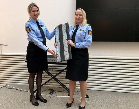 UTMERKELSE: Kathrine Sæland Rotseth (t.h.) fikk politiets interne pris for sitt arbeid.