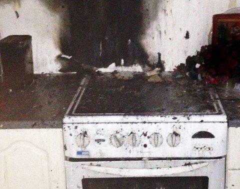 RYKKET UT: Sprinkleranlegget slukket brannen som startet på komfyren.