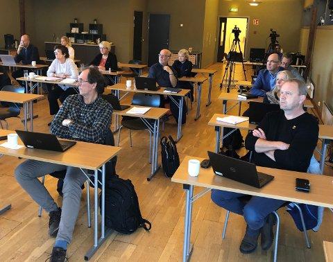 STATUS: Ordfører Grunde Knudsen (til høyre) og Trond Hjellvik saksbehandler i Kragerø kommune, var tilstede under styremøtet i det interkommunale plansamarbeidet for ny E18.