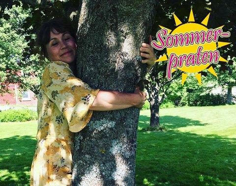 Jordbærsommer: Gunhild Dahlberg forteller at hun er glad for at hun får være i Norge under årets jordbærsesong.