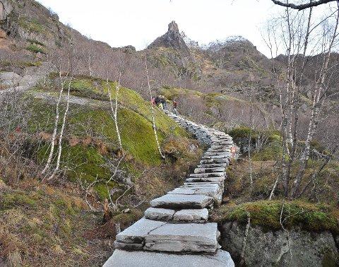 STENGT: Stien til Djevelporten i Svolvør.