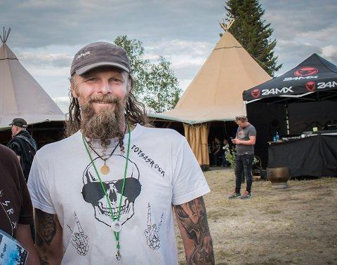 KREVENDE: Med korona og restriksjoner har det vært ei lita utfordring for festivalsjef Jan Bjørnar Totsås og resten av gjengen bak Totsåsrock å få til festival. Men de lar seg ikke knekke, og i juli er de klare med den femte utgaven av festivalen i Lierne.