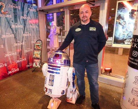 FAVORITT: Denne roboten ble en publikumsfavoritt under premieren på den nyeste Star Wars filmen onsdag kveld. Kjell Erik Dalelv omtaler prosjektet som en litt smågal hobby.