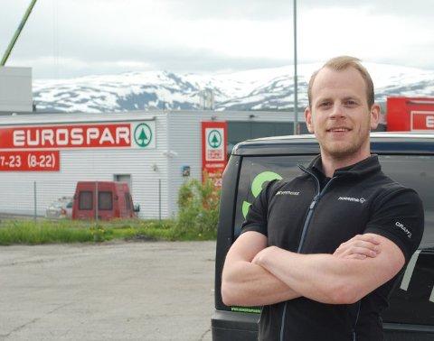 STENGER IKKE: Feel24 på Tomasjord hadde ikke alle formaliteter på plass før de åpnet sitt utvidede treningssenter. Eier Mats Ola Martinsen sier dette snart er ordnet, og at senteret ikke skal stenge.