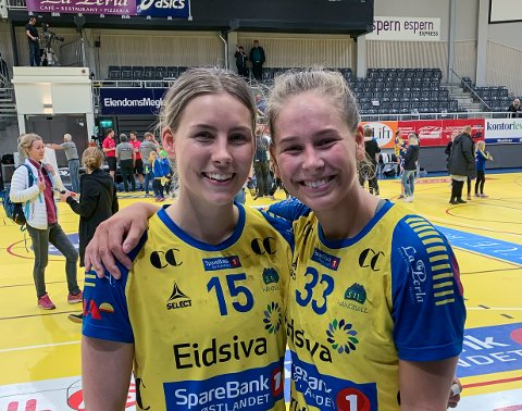 Synne Fossheim (t.v.) og Guro Nestaker kunne juble over finaleplass i sluttspillet etter seier over Tertnes tirsdag.