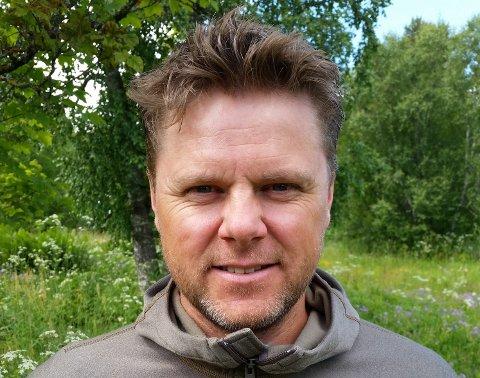 Jon Arne Schjetne slutter som daglig leder i Fenix Outdoor Norge AS. Nå går turen videre til et nystartet firma på Biri.
