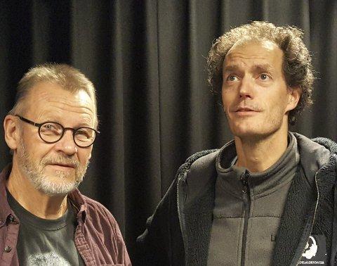 PÅ SCENEN: Da Rolf Dolven (t.v.) og Tommy Taraldsvik fikk et mørkt sceneteppe bak seg, var det som om de gled rett inn i rollene som Estragon og Lucky. FOTO: SVEN OTTO RØMCKE