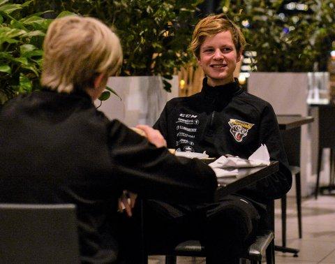 TIDLIG FROKOST: Lagkaptein Håkon Nøkleby-Karlsrud måtte innta frokosten klokken 06:00 for å rekke den første Tromsø-kampen.