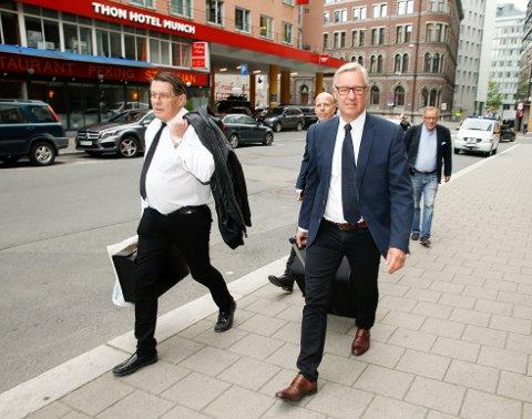 DET NYE: Statsadvokat Alf Martin Evensen  t.h. fører saken for påtalemyndighetene og legger fredag fram alt om det nye DNA-beviset som sørget for at saken ble gjenopptatt.