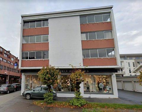 EIENDOM: Driften i Thorstein Hansens Eiendomsselskap AS er god butikk for eierne. Selskapet eier blant annet den nedre halvparten av Globusgården i Dronningens gate/Hjertnespromenaden.