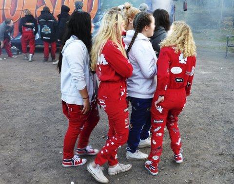 DRO UT AV KOMMUNEN: En liten gruppe russ fra Sandefjord tok nylig turen til Horten. Nå er de i karantene. Russsen på bildet er ikke russen som dro til Horten. ILLUSTRASJONSFOTO: Per Gilding