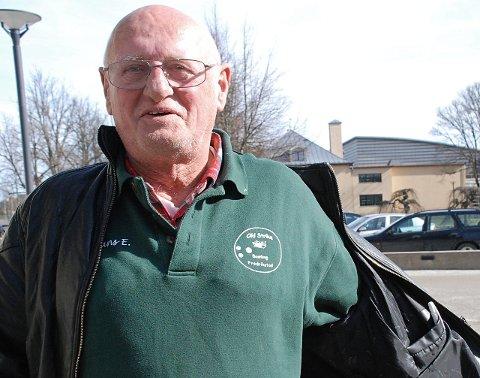 Leder: Eidsberging Hans Edvart Johansen (77) med logoen til Old Strike Bowlingklubb på brystet. Han er leder i klubben som holder til i Sarpsborg bowlingsenter. I mangel på bowlingbane i Indre Østfold.Arkivfoto
