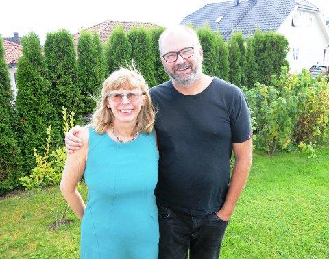 EKTEPAR KJEMPER: Øyvind Venstøp Berberg og Hilde Saga Berberg i Skien er gift. Hilde Saga Berberg har alzheimer og har fått et kommunalt tilbud. - Men det er ikke godt nok, er begge enige om. De kjemper for at det skal bli bedre.