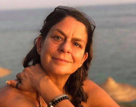 HJEM TIL JUL: Eva Fokkens fra Sandøya er på ferie i Egypt, og håper hun klarer å komme seg hjem før julaften.