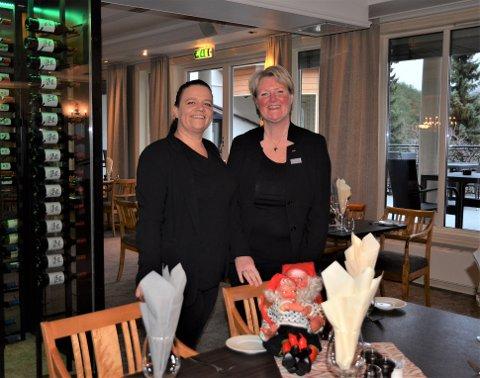 Klare: Restaurantsjef Mette Heggelund Pedersen (t.v) og Hotelldirektør Berit Lunde gleder seg til å ta fatt på julebordsesongen på Scandic Valdres.
