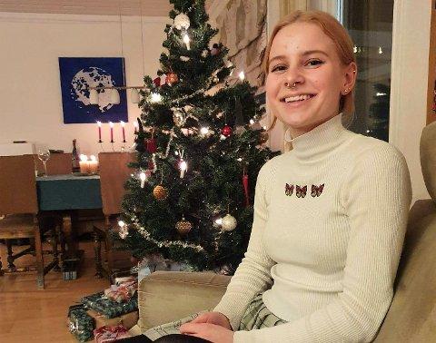 17-åringen Vilde Tanum fra Vestby ble blant de seks beste i Norge i talekonkurransen Ta ordet. Vanligvis holdes konkurransen i Bergen, men i år ble det meste gjort digitalt.