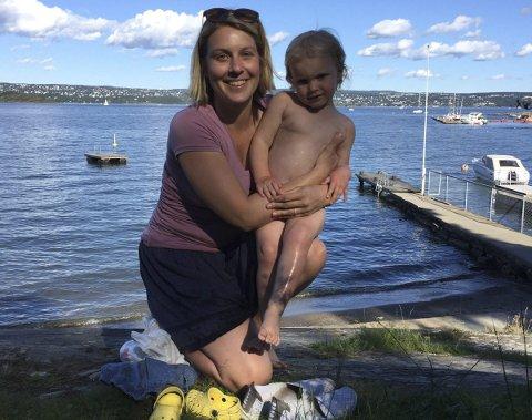 Nesoddenturist: Naomi og datteren var på sykkeltur på Nesodden og stoppet ved Ursvikstranda for et kort bad. Da fikk de beskjed om at de ikke fikk lov til å være der.Foto: Privat